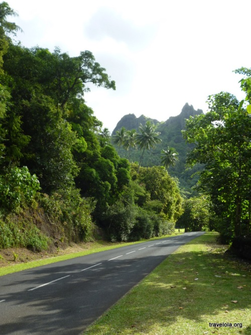 This one road goes right around the island of Moorea