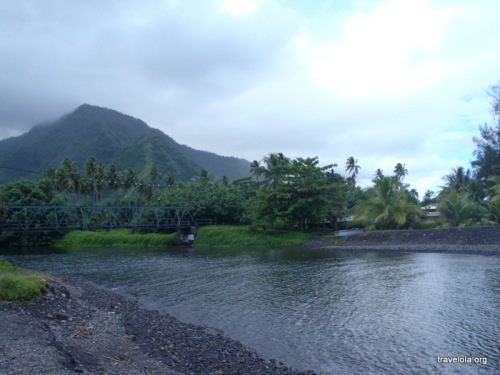 Arriving to the village of Teahupo'o