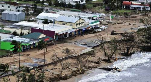 http://www.cairns.com.au/article/2011/02/03/147715_cyclone.html