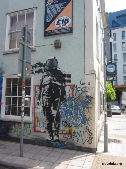 Shopping astronaut that we accidentally stumbled across... courtesy of Banksy?