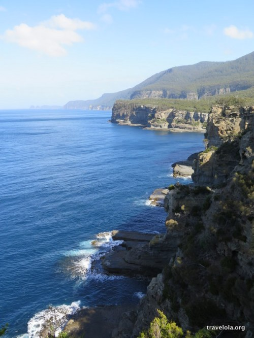 Sea on the left side, cliffs on the right. The east coast of Tasman Peninsula.